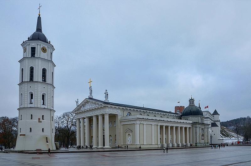Кафедральная площадь Вильнюса. С нее обычно начинается знакомство с городом.