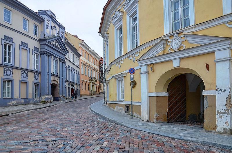 Пустынная улица Вильнюса.